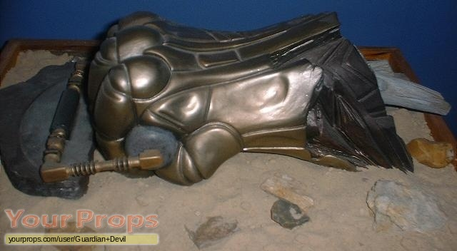 The Fifth Element (5th) Alien Remains replica movie prop The Fifth Element Aliens