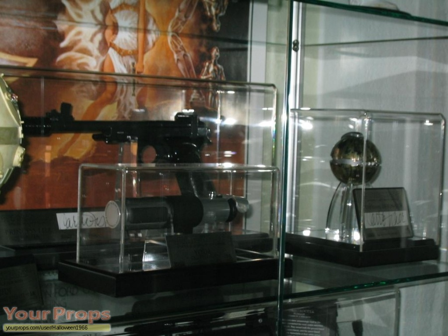 Star Wars  Attack Of The Clones Master Replicas movie prop weapon