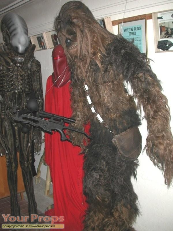 Star Wars A New Hope replica movie prop. Rare lifesize Chewbacca costume ... & Star Wars: A New Hope Lifesize Chewbacca statue / costume replica ...