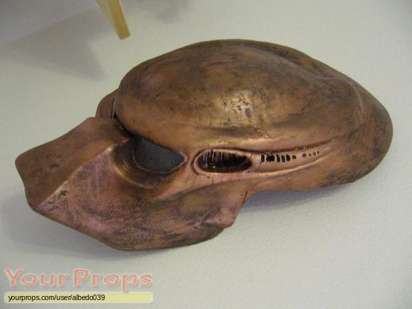 Predator 2 replica movie prop