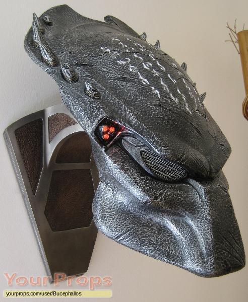 Aliens vs  Predator - Requiem  Wolf Predator Bio-Helmet ReplicaWolf Predator Mask Sideshow