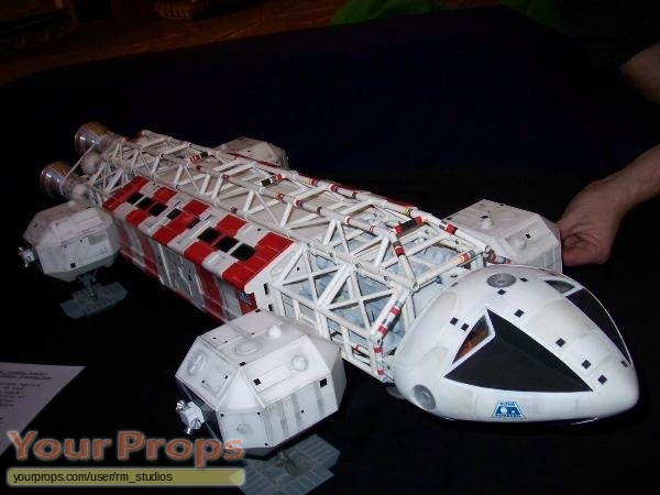 Space  1999 replica model   miniature