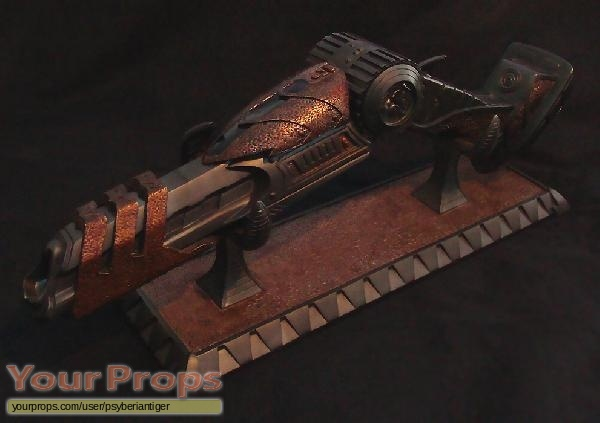 Aliens vs  Predator - Requiem Sideshow Collectibles movie prop weapon
