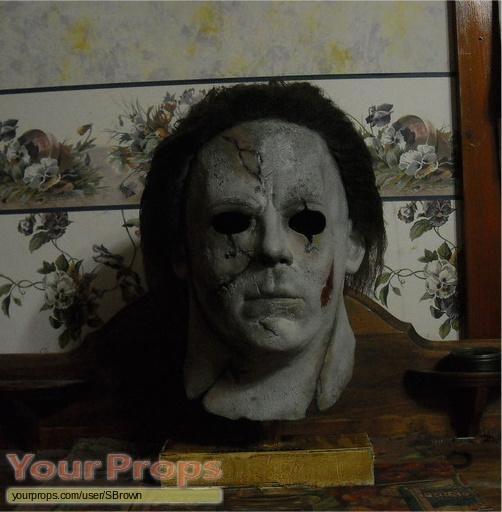 Halloween (Rob Zombies) replica movie costume
