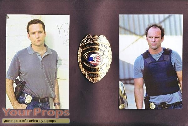 https://www.yourprops.com/movieprops/default/4b51ab2b265e9/The-Shield-Farmington-Detective-Police-Badge-2.jpg