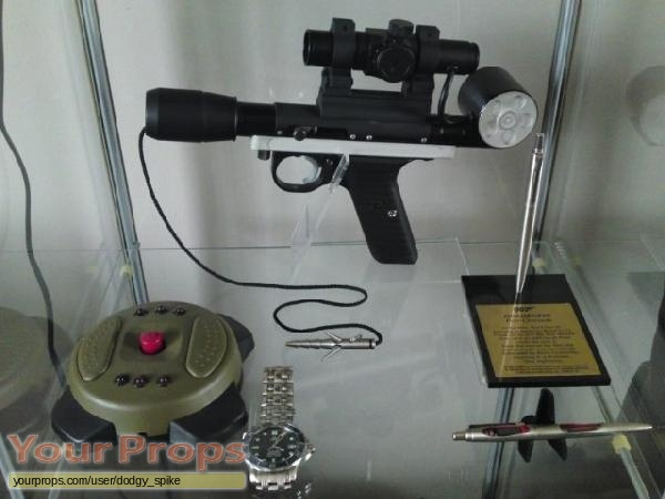James Bond  Goldeneye replica movie prop weapon