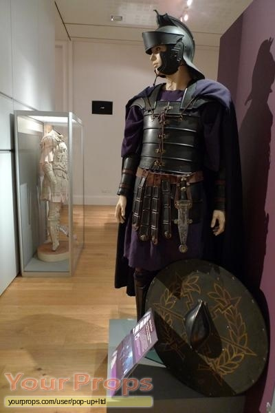 Gladiator Praetorian Guard Costume and Shield original ...