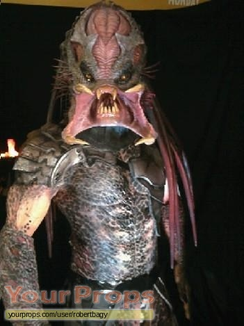 Predators replica movie prop