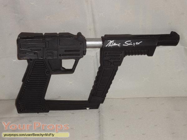 V replica movie prop weapon