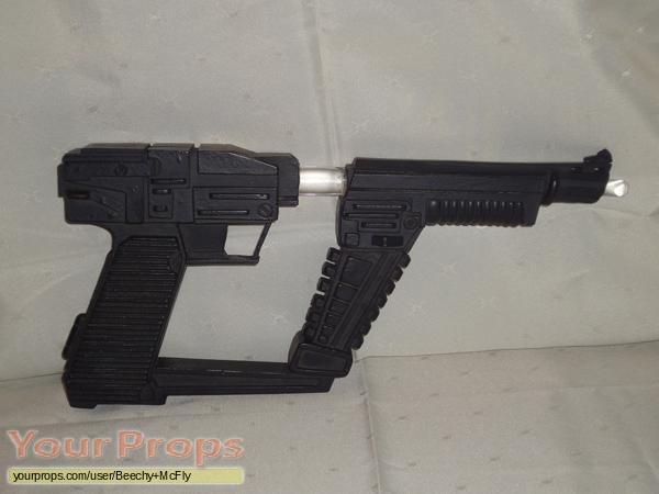 V replica movie prop weapon