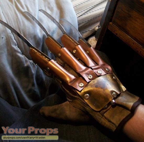A Nightmare On Elm Street Freddy's Glove Part 1 replica ...