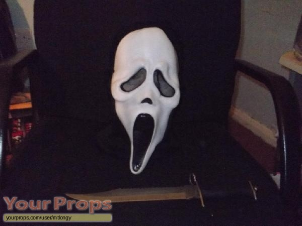 Scream 2 replica movie prop