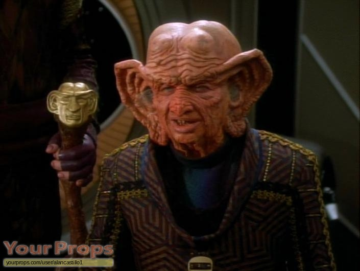 Star Trek  Deep Space Nine replica model   miniature