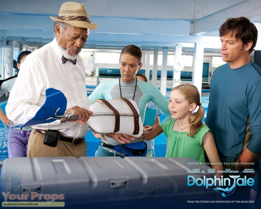 Dolphin Tale original movie costume