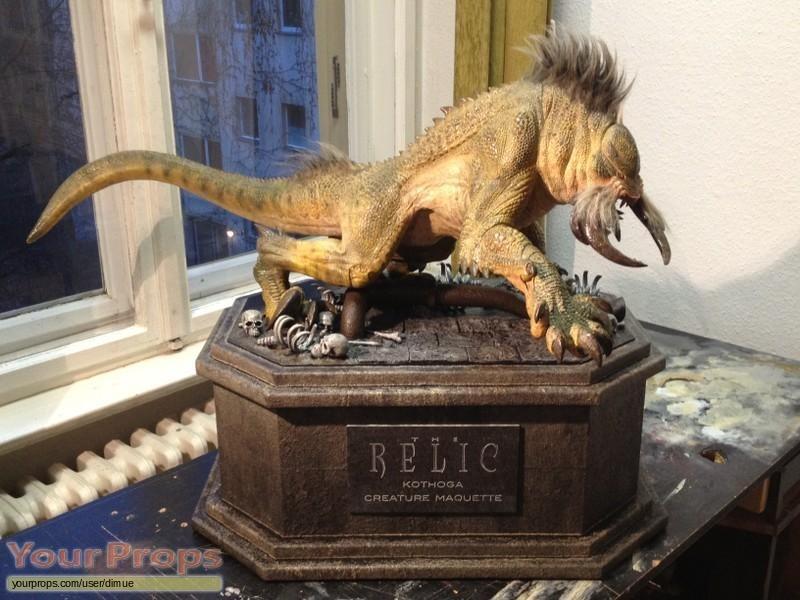 The Relic replica model   miniature
