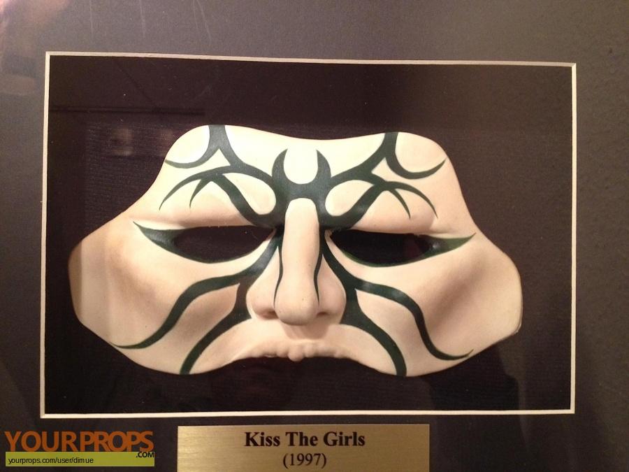 Kiss the Girls original movie prop