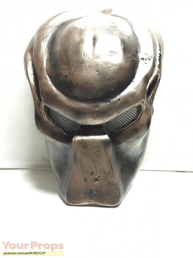 Predator 2 replica movie prop
