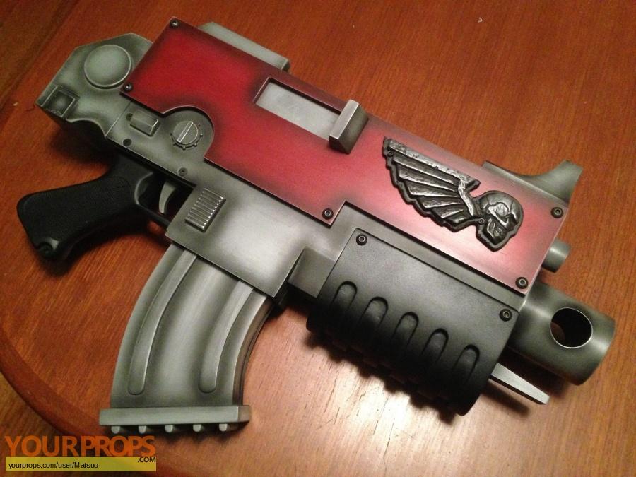 Warhammer 40 000 (video game) replica movie prop weapon