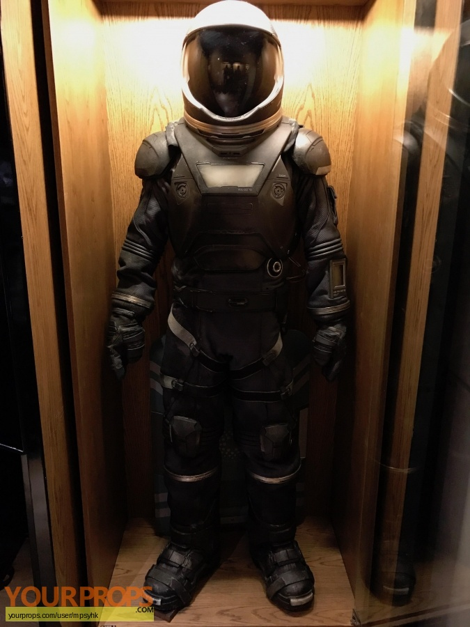 Passengers original movie costume