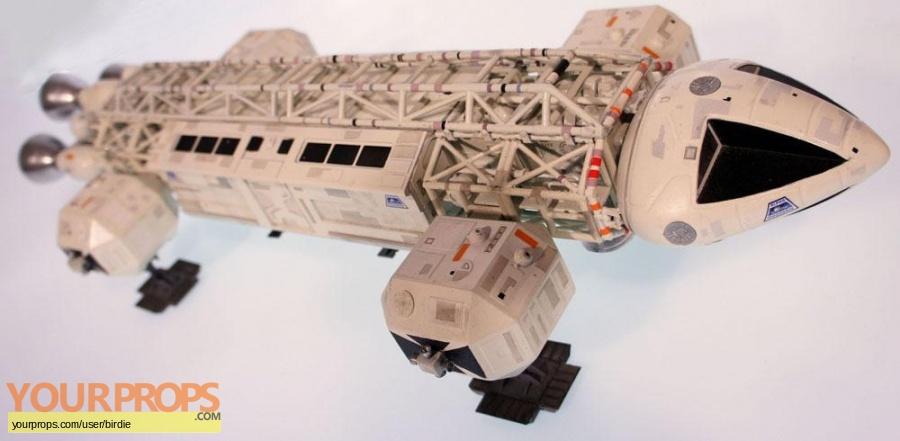 Space  1999 replica model   miniature