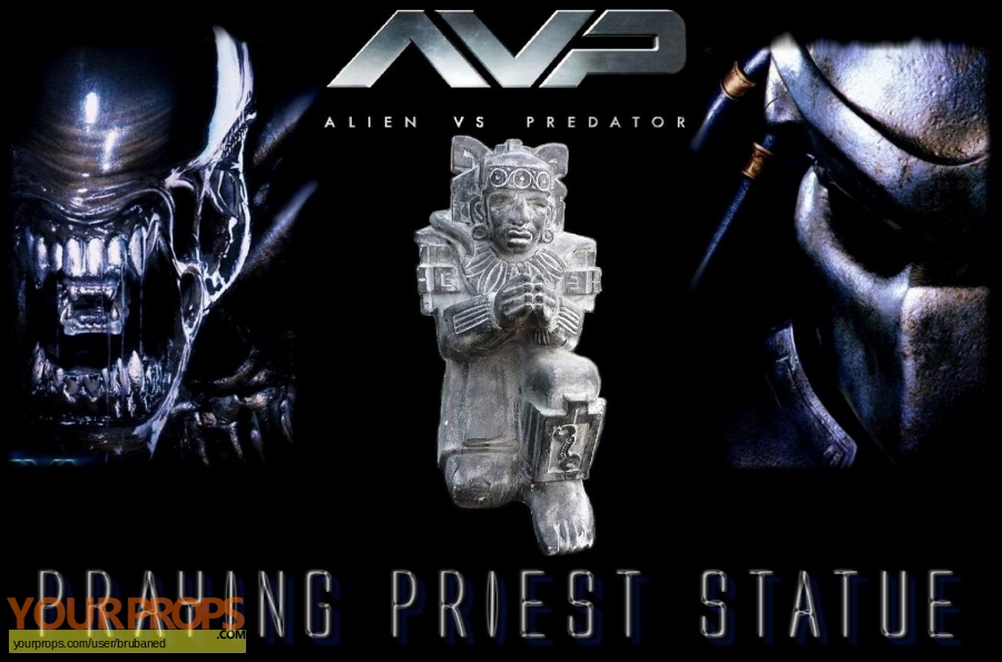 Alien vs  Predator original set dressing   pieces