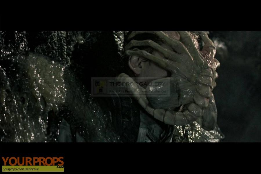 Aliens vs  Predator original movie prop