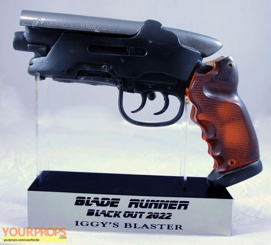 Blade Runner 2049 made from scratch movie prop weapon
