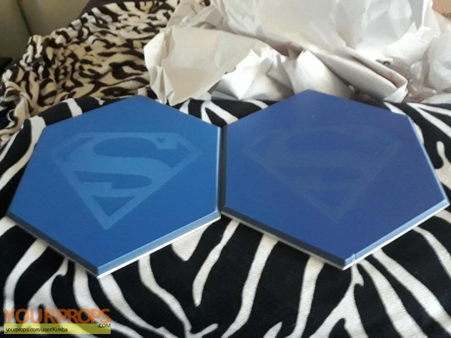 Supergirl original set dressing   pieces