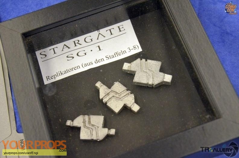 Stargate SG-1 original set dressing   pieces