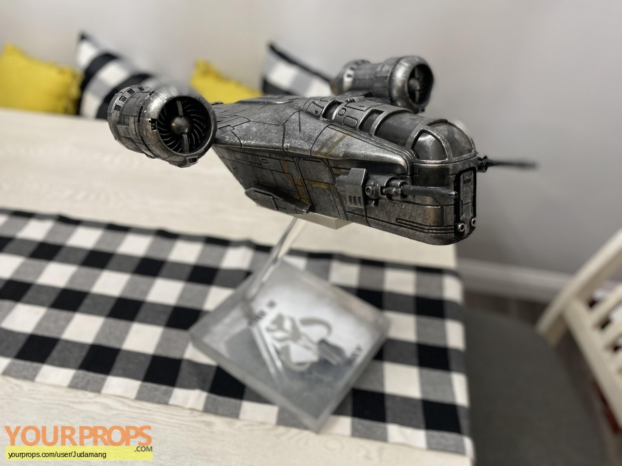 The Mandalorian replica model   miniature