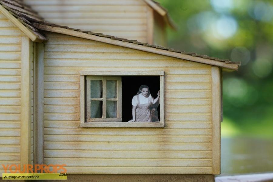 The Wizard of Oz replica model   miniature