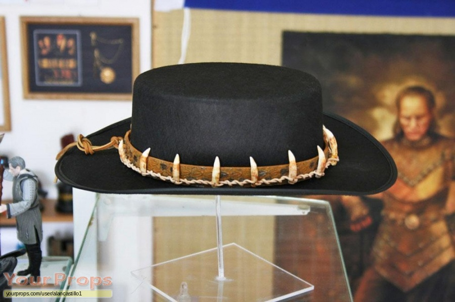 Crocodile Dundee replica movie prop