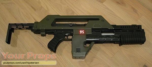 Aliens replica movie prop weapon