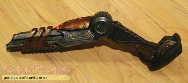 Aliens vs  Predator - Requiem replica movie prop weapon