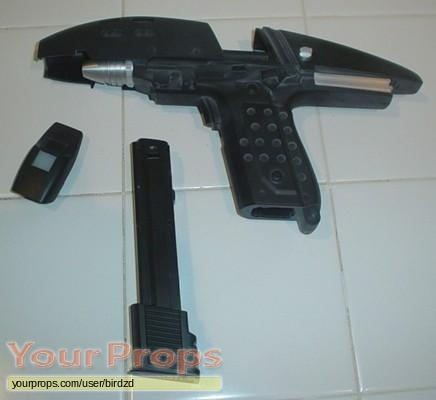 Star Trek VI  The Undiscovered Country Master Replicas movie prop weapon