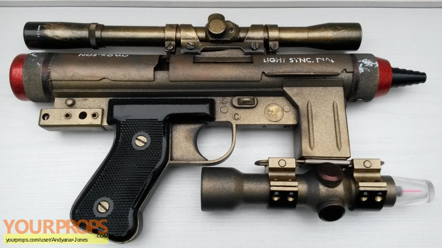 Alien replica movie prop weapon