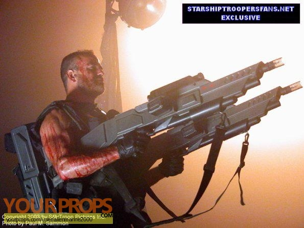 Starship Troopers 2  Hero of the Federation original movie prop weapon
