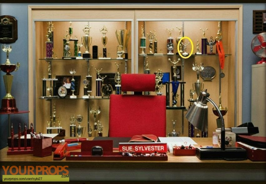 Glee original set dressing   pieces
