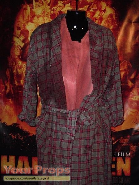 Halloween rob zombie 39 s ronnie white bloody robe and t shirt original movie costume for Comcostume halloween homme original