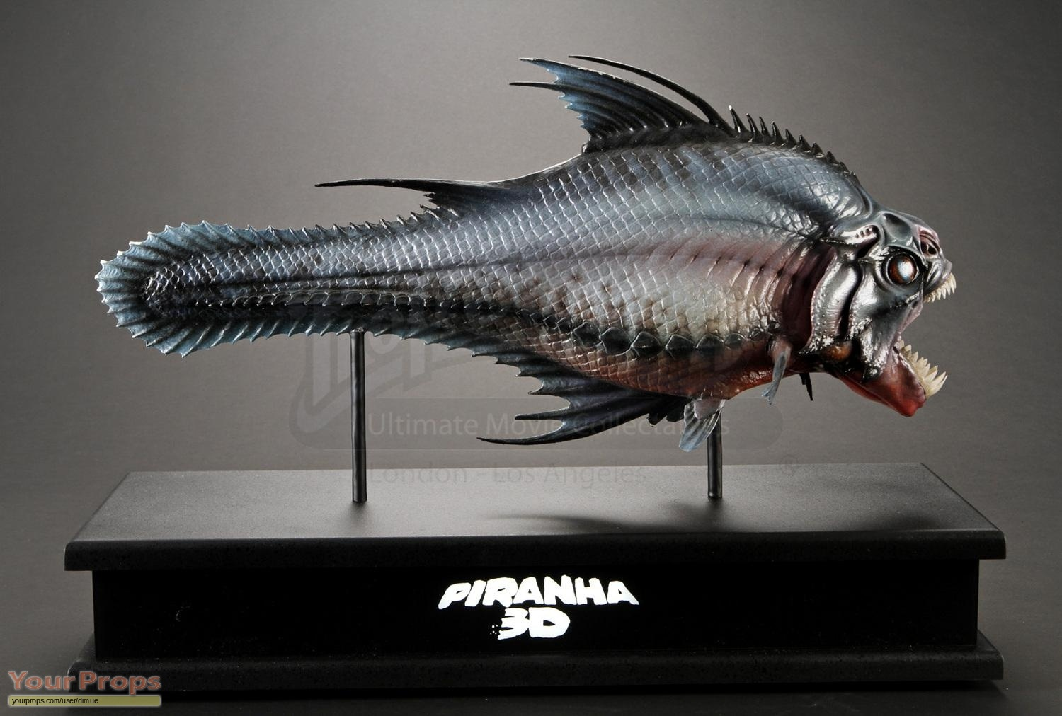 Piranha 3d piranha lifesize cgi reference maquette display for Maquette stand