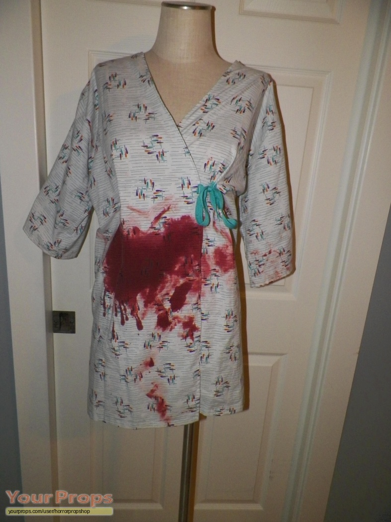 Scream 4 / Scre4m Neve Campbell\'s Bloody Hospital Gown original ...