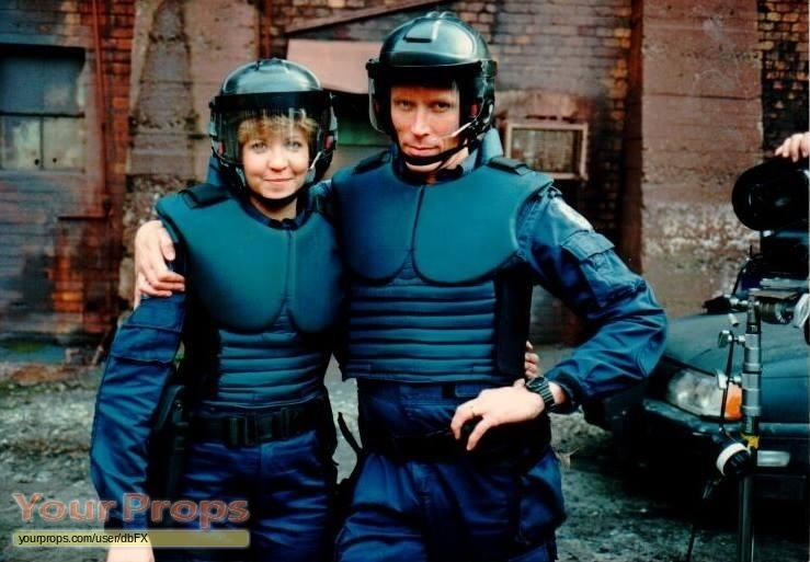 [Bild: Robocop-Lewis-police-jumpsuit-2.jpg]