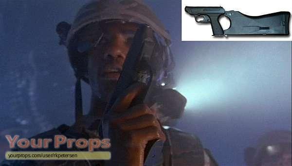 Aliens USCM HK VP70M Service Pistol replica prop weapon