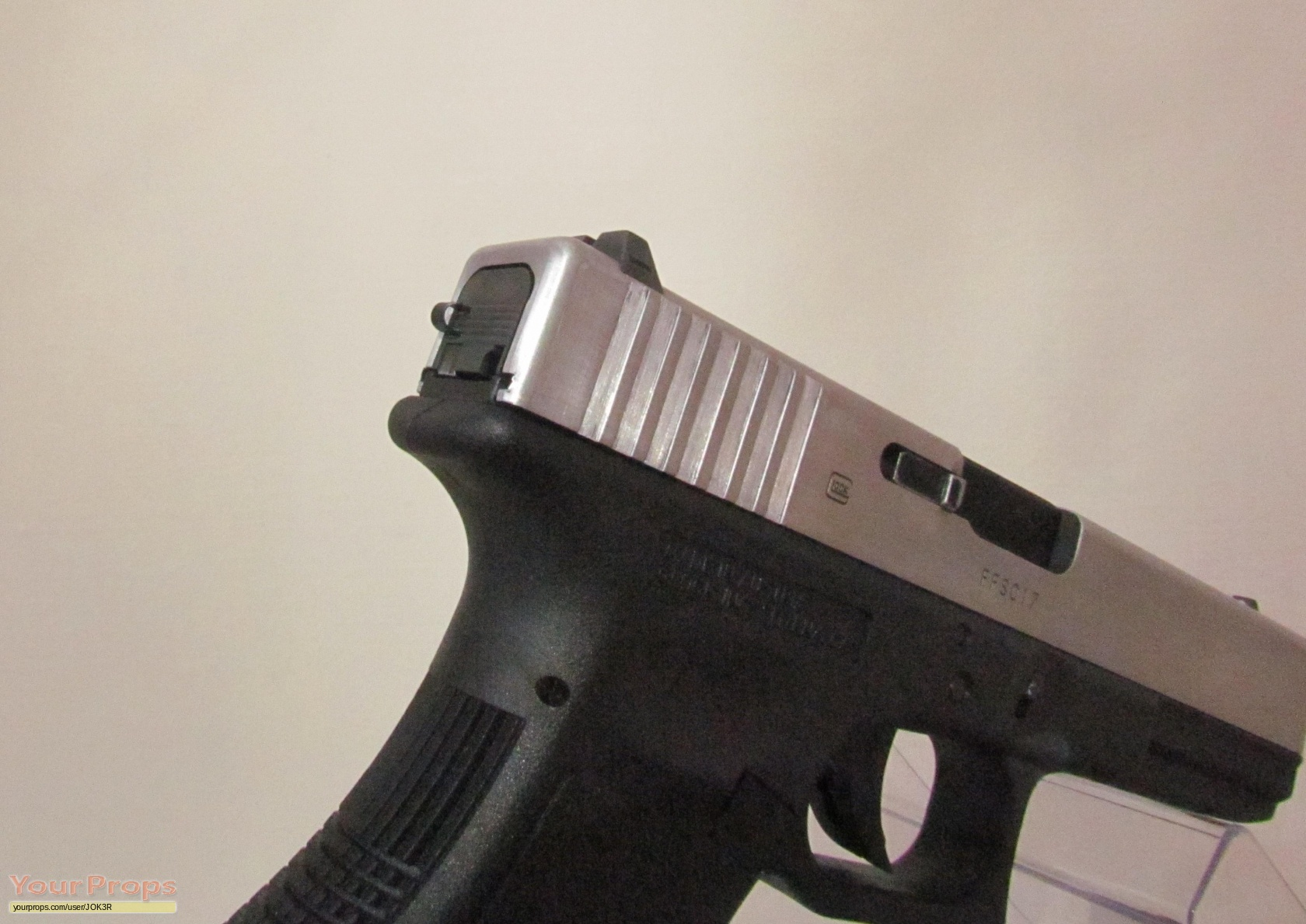 The Dark Knight Joker Glock 17 with 33 rounds mag Accurate