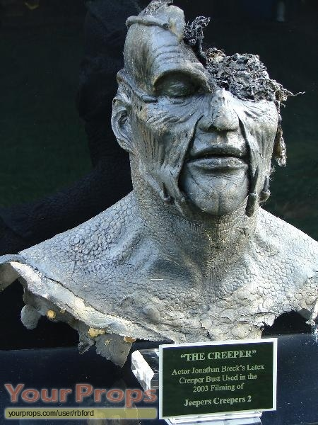 Plot: The Creeper is  in jeepers creepers 2? Does the creeper wink at